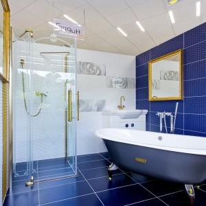 Vzorková koupelna ve studiu Gremis - luxusní provedení v modré barvě