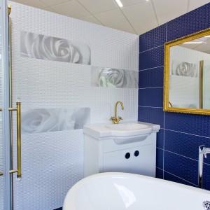 Detail vzorkové koupelny v koupelnovém studiu Gremis - bílá a modrá