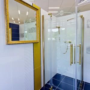 Detail vzorkové koupelny v koupelnovém studiu Gremis - luxusní provedení se zlatými prvky