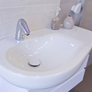 Detail vzorkové koupelny v koupelnovém studiu Gremis - umyvadlo oválné s vodní baterií