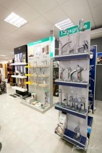Koupelnové studio Gremis ve Velkém Meziříčí a vystavený sortiment - baterie