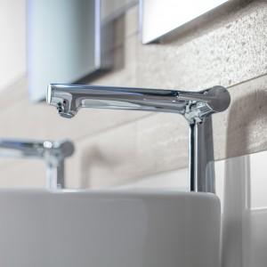 Detail koupelny s obklady značky Rako - umyvadlo a baterie
