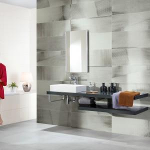 Inspirace koupelnami Rako - stěna koupelny s umyvadlem a zrcadlem