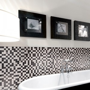 Inspirace koupelnami Alfalux - kontrastní stylové provedení