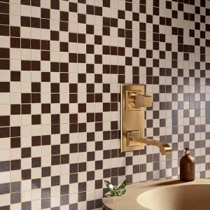 Inspirace koupelnami Alfalux - kontrast bílé a černé