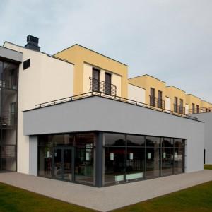 Fasáda Ceresit na moderních řadových domcích i dalších budovách