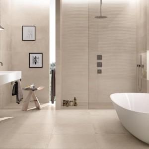 Inspirace koupelnami Ceramiche Supergres - světlá koupelna s moderními prvky