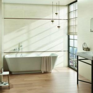 Inspirace koupelnami Paradyż - koupelna s vanou a světlými obklady
