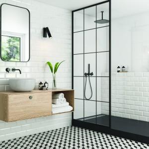 Inspirace koupelnami Paradyż - prosvětlená bílá koupelna se sprchovým koutem v černé