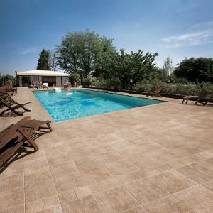 Keramická dlažba Alfalux kolem bazénu