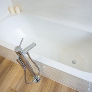 Detail vzorkové koupelny v koupelnovém studiu Gremis - moderní vana