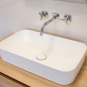 Detail vzorkové koupelny v koupelnovém studiu Gremis - umyvadlo v moderním provedení