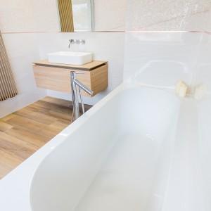 Vzorková koupelna ve studiu Gremis - designová vana