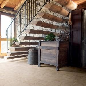 Keramická dlažba Alfalux v interiéru roubenky