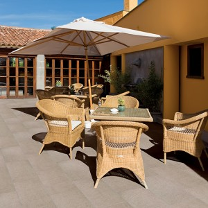 Keramická dlažba Alfalux a její využití na terase restaurace