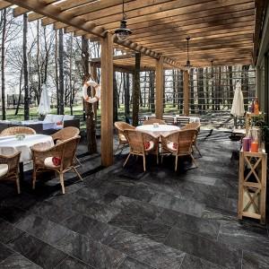 Keramická dlažba Alfalux na zahrádce restaurace