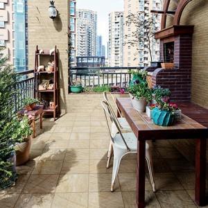 Keramická dlažba Alfalux v nabídce obchodu Gremis - použití na terase domu v centru města