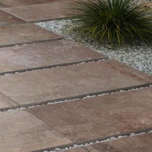 Keramická dlažba Ceramiche Supergres v nabídce obchodu Gremis - příklad použití jako chodník