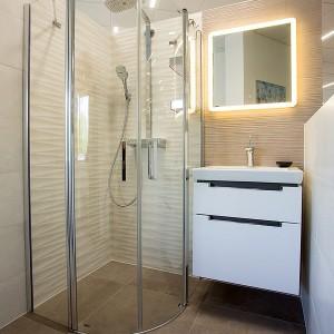 Moderní vzorková koupelna ve studiu Gremis